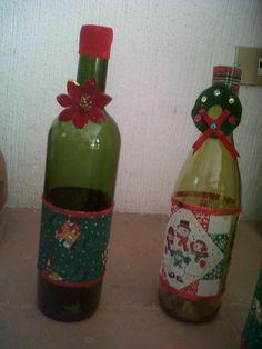 Botellas decoradas. Puede también utilizarse como velador.