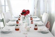 Nice 40 Sweet and Romantic Valentine Dining Tables Decor Ideas https://bellezaroom.com/2018/01/13/40-sweet-romantic-valentine-dining-tables-decor-ideas/