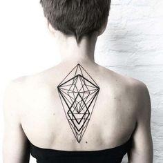 Geometric Tattoo am Rücken