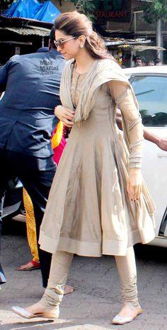 Spotted: Deepika Padukone at Siddhivinayak Pakistani Fashion Party Wear, Pakistani Dresses Casual, Indian Fashion Dresses, Indian Gowns Dresses, Dress Indian Style, Pakistani Dress Design, Indian Designer Outfits, Indian Wear, Indian Outfits