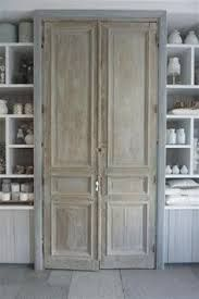 Kast van oude deuren