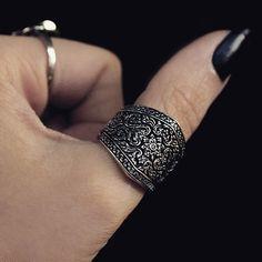 DARK GARDEN. Detailed Silver Ring
