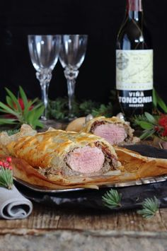 Una opción para estas fiestas es sin duda este Solomillo Wellington receta del famoso  Gordon Ramsay . Es un solomillo envuelto en hojaldre...