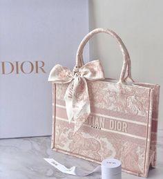 Fashion Handbags, Purses And Handbags, Fashion Bags, Dior Purses, Dior Bags, Replica Handbags, Luxury Purses, Luxury Bags, Aesthetic Bags