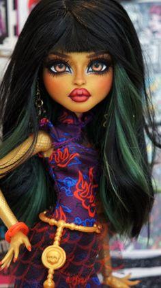 ~Linn~ Monster High Jinafire Long OOAK repaint by RogueLively on DeviantArt Monster High Toys, Custom Monster High Dolls, Monster Dolls, Monster High Repaint, Custom Dolls, Doll Face Paint, Doll Painting, Ooak Dolls, Art Dolls