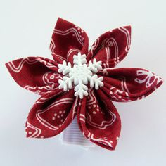 Red and white Christmas kanzashi flower hairclip / by ImwtheBand, €7.00