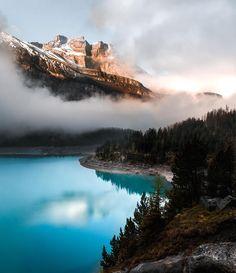 Das sieht doch wirklich aus wie Kanada, oder?!🇨🇦  Kanada war unser persönliches Highlight unserer Weltreise und ihr werdet hier zukünftig bestimmt noch des öfteren Bilder von dort zu sehen bekommen!🏞🌅🏙 Dieser See befindet sich aber tatsächlich in der Schweiz, keine Stunde Autofahrt von unserem Zuhause entfernt!😳 Wir sind ja echt immer wieder überrascht, wie viele wunderschöne Orte es eigentlich ganz nah gibt, wenn man genau hinschaut!😍  Welches sind deine Lieblingsorte in deiner… Bern, Water, Wanderlust, Outdoor, Instagram, Canada, Beautiful Places, Traveling, Nice Asses