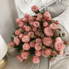 The Ritz Paris' Auction of Lots of Pre-Renovation Items Pink Flower Bouquet, My Flower, Pink Flowers, Pink Roses, Flowers Nature, Beautiful Flowers, Prettiest Flowers, Flower Aesthetic, Urban Aesthetic