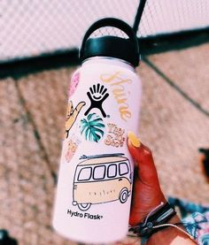 White and yellow vsco ♡ in 2019 cute water bottles, hydro flask water bottl Cute Water Bottles, Drink Bottles, Decorated Water Bottles, Reusable Water Bottles, Fixer Up, Hydro Flask Water Bottle, Hydro Flask 18 Oz, Gym Water Bottle, Nalgene Bottle