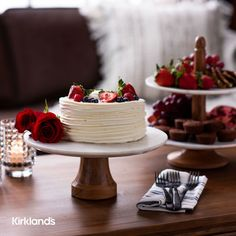 Valentine's Day dessert ideas! 🎂 Tap the image to shop cake stands and serving trays for your Valentine's desserts. 💕