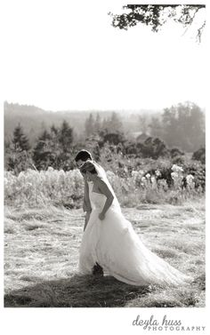Elegant Black & White of bride & groom Private estate wedding in Oregon Deyla Huss Photography http://www.deylahussphotography.com/blog/mollala-wedding-reanna-rob/