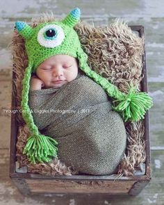 This friendly monster: | 29 Newborns Who Really Nailed Their First Photo Shoot