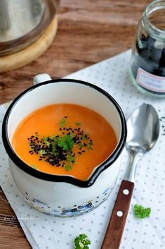 Supă cremă de ardei gras cu chimen negru şi pătrunjel Soup Recipes, Vegetarian Recipes, Cooking Recipes, Healthy Recipes, Healthy Food, Romanian Food, Tasty, Yummy Food, Cream Soup