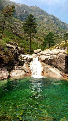 Poço Azul, Parque Nacional da Peneda-Gerês. Best Places To Vacation, Vacation Spots, Places To Travel, Places To See, Douro Portugal, Lisbon Portugal, Spain And Portugal, Portugal Travel, Portugal Places To Visit
