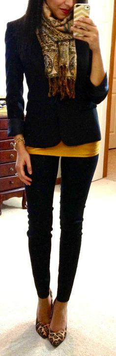 : Pantalon slim et blazer - Clothes -- Work - Blue Jeans, Black Skinnies, Navy Pants, Black Pants, Mustard Shirt, Mustard Top, Work Fashion, Fashion Outfits, Women's Fashion
