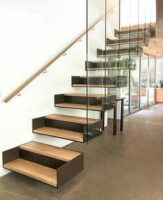 Escadas que se destacam. Esta com design arrojado e contemporâneo é um projeto do escritório Space International. Mesmo com a mistura de materiais não pesa visualmente e é destaque no ambiente. @OlhardeMahel @space_intl #escada #arquiteturadeinteriores #arquiteturaedesign #escadaria #vidro #madeira #OlhardeMahel #fpolhares #stairs #ladder #architecture #design #staircase #escaleras #decor #designdeinteriores #architects http://ift.tt/2fOzlG4