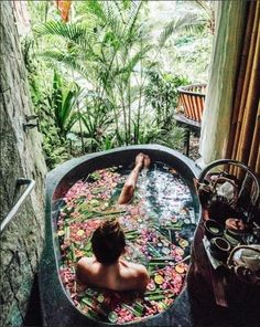 Outdoor Showers + Baths :: Boho Home :: Bathroom :: Tropical :: Beach Style :: :: Relax + Unwind :: Bathing Beauty :: Natural Space :: Discover more Bohemian Home Decor + Design Inspiration Tara Milk Tea, Interior Exterior, Interior Design, Jungles, Spas, Belle Photo, Places To Go, Beautiful Places, Beautiful Scenery
