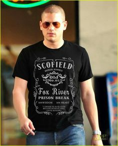 Wentworth Miller wearning a Michael Scofield shirt :) :)