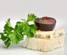 Grape and Roquefort Cheese Canapés | Amazing Appetizer Recipes