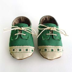Baby Shoes Boy or Girl Green Canvas with Brogued Leather von ajalor, $33.00