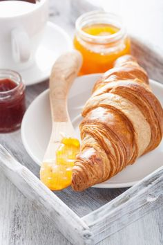 http://12tomatoes.com/2014/01/recipe-buttery-flaky-croissants.html