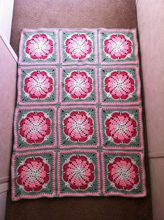 """Day 1: 12"""" Block of the Day - Enough Love to Go Around by Penny Davidson Free Pattern: http://www.ravelry.com/patterns/library/enough-love-to-go-around#grannysquare #crochet"""