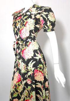 Pink & black floral print 1940s dressing gown, DCV