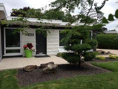 Jardinière avant au 5 août 2014 2013, Hui, Patio, Outdoor Decor, Plants, Home Decor, Front Gardens, Fall, Accessories