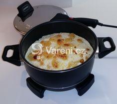 Praktický recept na přípravu bramborové pochoutky s vejci zapečenými se sýrem a mlékem. Macaroni And Cheese, Oven, Dishes, Baking, Ethnic Recipes, Electric, Food, Mini, Traditional