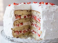 Bolo de morango! #morango #bolo #strawberry #cake #receita #recipe #chantily #CyberCook
