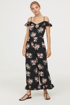 Open-shoulder jumpsuit in woven fabric with a printed pattern. Narrow, adjustable shoulder straps, ruffle over arms with narrow elastication, and concealed Overall, Black Jumpsuit, Woven Fabric, Wide Leg, Jumpsuits, Cold Shoulder Dress, Beauty, Lady, Floral