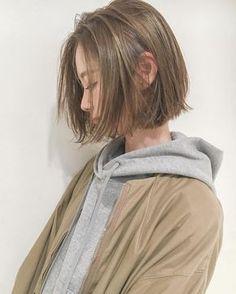 Pin by 亜弥 東 on グッドアイデア Girl Short Hair, Short Hair Cuts, Carre Haircut, Pretty Hairstyles, Bob Hairstyles, Haircuts, Hair Inspo, Hair Inspiration, Korean Short Hair