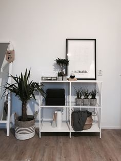 Plant and blanket baskets - Room inspo - Home Living Room, Interior Design Living Room, Living Room Decor, Home Bedroom, Bedroom Decor, Bedroom Wall, Bedrooms, My New Room, House Rooms