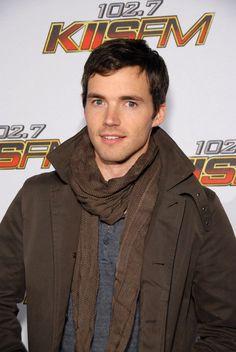 Ian Harding ♥ Ezra Fitz, Ian Harding, Abc Family, Pretty Little Liars, American Actors, Crochet, Cute, Fashion, Moda