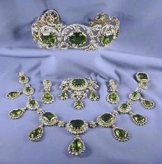 The Habsburg Peridot Parure -- A complete set of peridot jewels: A tiara, a necklace, earrings, and substantial brooch. Large diamond scrolls, the center of which are studded with absolutely enormous peridots. Royal Jewelry, I Love Jewelry, Jewelry Sets, Fine Jewelry, Jewelry Design, Royal Crowns, Royal Tiaras, Antique Jewelry, Vintage Jewelry