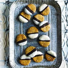 Try our easy peanut butter cookies recipe. Chocolate and peanut butter is a classic combo, so we've created the best peanut butter cookies with chocolate Best Peanut Butter Cookies, Peanut Butter Cookie Recipe, Peanut Butter Recipes, Cookie Flavors, Easy Cookie Recipes, Baking Recipes, Keto Recipes, Tea Cookies, Biscuit Cookies
