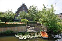 Royale vrijstaande villa grenzend aan 't water   Zuid-Holland   Beethovenlaan 79, VOORHOUT
