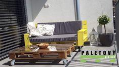 Oblíbená sedačka z palet v různých barvách Porch Swing, Outdoor Furniture, Outdoor Decor, Pallets, Home Decor, Salvaged Wood, Decoration Home, Room Decor, Porch Swings