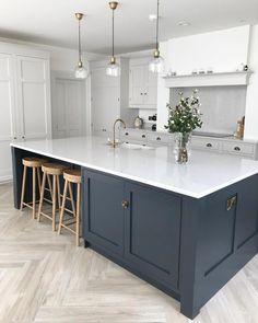 72 Adorable White Kitchen Design Ideas For You ~ House Design Ideas Open Plan Kitchen Living Room, Kitchen Dining Living, Home Decor Kitchen, Interior Design Kitchen, New Kitchen, Home Kitchens, Kitchen Ideas, Kitchen Wood, Modern Shaker Kitchen