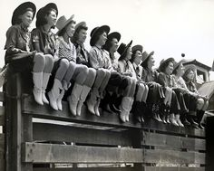 cowgirls at the rodeo Cowgirl Vintage, Cowgirl Chic, Cowgirl Style, Cowgirl Bling, Images Vintage, Vintage Pictures, Vintage Photographs, Cow Girl, Cowgirl And Horse