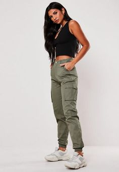 612 items - Give your dress the night off & shop our latest collection of women's trousers. From work trousers, cargo pants to leather trousers. Cargo Pants Outfit, Khaki Cargo Pants, Joggers Outfit, Cargo Pants Women, Green Pants Outfit, Skinny Cargo Pants, Beige Pants, Baggy Jeans Damen, Pantalon Cargo