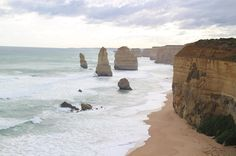 Twelve Apostles on Great Ocean Load. The eroded cliff is great.    グレートオーシャンロードの12人の使徒と呼ばれる岩壁浸食された崖は壮観です  #Melbourne #greatoceanroad #twelveapostles #trip #旅 #メルボルン by evekentaro