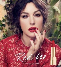 Dolce & Gabbana'nın Yeni Kampanya Yüzü Monica Belluci Oldu Ünlü İtalyan moda markası Dolce&Gabbana, güzelliğiyle yıllara meydan okuyan İtalyan oyuncu Monica Belluci ile bir araya geliyor.  Dolce&Gabbana'nın 2014 ilkbahar/Yaz makyaj koleksiyonu ... #DolceGabbana, #DolceGabbanaRuj, #KırmızıRuj, #MonicaBelluci http://www.tasarimvedekorasyon.com/2014/04/23/dolce-gabbananin-yeni-kampanya-yuzu-monica-belluci-ol