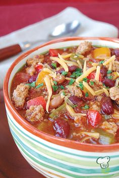 Turkey Chili Recipe Video : A warming winter chili is even better when it's low fat and low calorie. This quick, easy chili recipe is made with ground turkey. Enjoy this turkey chili with a sprinkle of cheddar cheese.