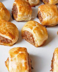 Indische saucijzenbroodjes, lekkere variant op een van mijn favoriete hartige snacks. Snel gemaakt en ontzettend lekker!