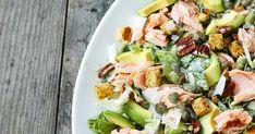 Caesar-salaatti savulohella ja avokadolla – katso resepti! | Meillä kotona Lettuce Salad Recipes, Apple Salad Recipes, Fresh Salad Recipes, Healthy Salad Recipes, Healthy Snacks, Celery Recipes, Ensalada Thai, Waldorf Salat, Grilled Chicken Salad