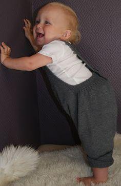 Gustav & Berta: Karius-bukse Knitting For Kids, Baby Knitting, Baby Staff, Baby Knits, Knit Pants, Little Ones, Knitting Patterns, Knit Crochet, Onesies