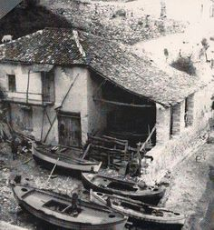 SKIATHOS  φωτ. Γεώργιος Σανιδάς. Skiathos, Greek History, Old Images, Greek Islands, Greece, Paleo, Houses, Amazing, Homes