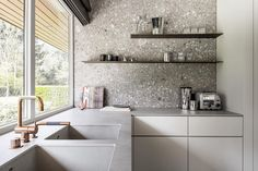 Terrazzo is back and better than ever before. From a chic statement bathroom to a boho eclectic office, here are five terrazzo-filled rooms we love. Gray Interior, Interior Walls, Interior Design Kitchen, Terrazzo, Turbulence Deco, Cuisines Design, Luxury Kitchens, Lofts, Rustic Kitchen