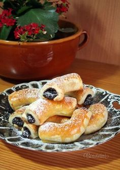 Myslíme si, že by sa vám mohli páčiť tieto piny - sbel Slovak Recipes, Czech Recipes, Baking Recipes, Cookie Recipes, Dessert Recipes, Sweet Desserts, Sweet Recipes, Bread Dough Recipe, Bread And Pastries